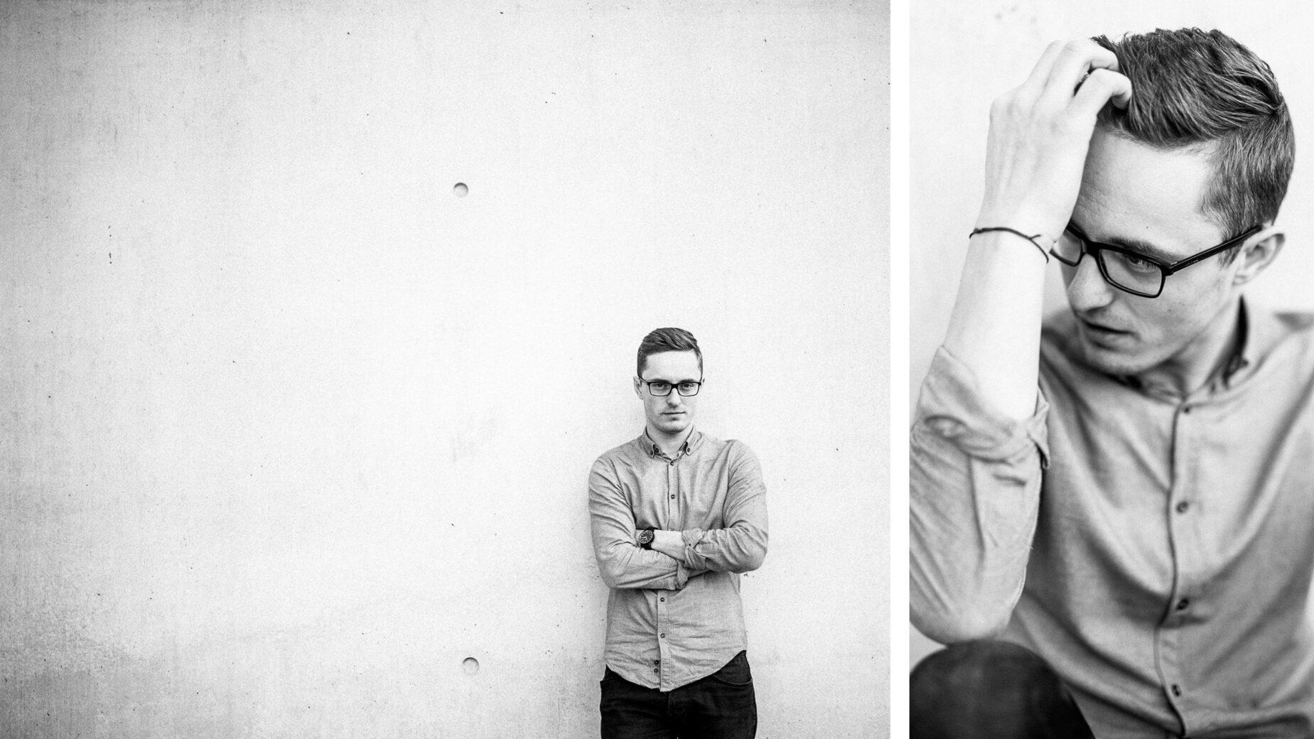 Männerportrait an der Pinakothek der Moderne in Schwarz-Weiß