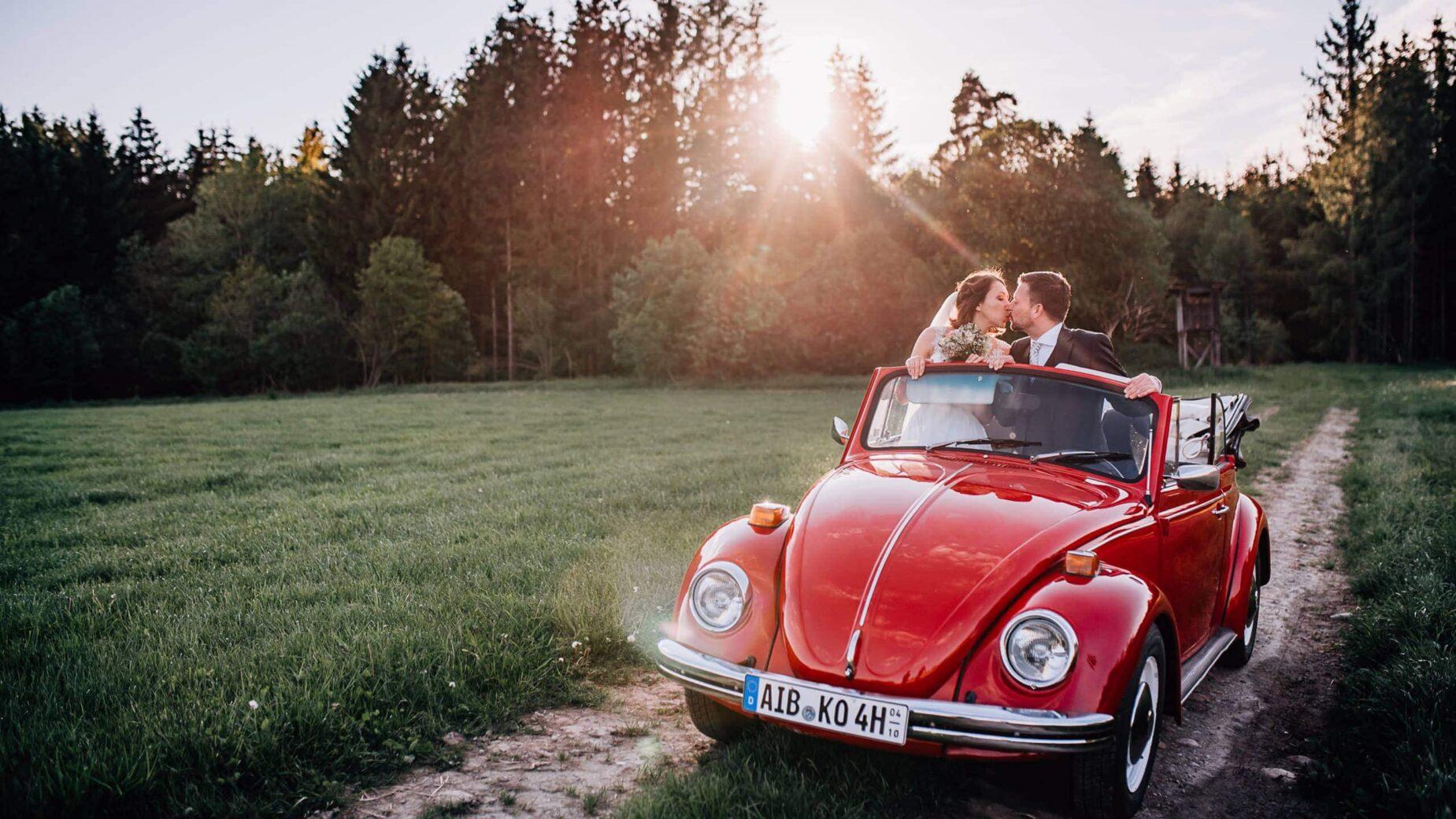 Hochzeitsreportage bei Wasserburg am Inn, Hochzeitsfotos auf dem Land, professionelle Hochzeitsbilder von Jung und Wild design