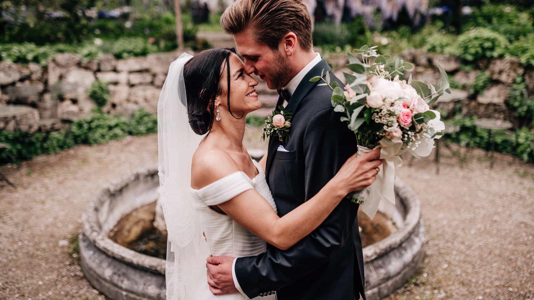 Hochzeitsfotos von Mica Zeitz, Jung und Wild design, Regenhochzeit in der Alten Gärtnerei bei München, Hochzeitsfotos um München, Ingolstadt, Pfaffenhofen, Augsburg