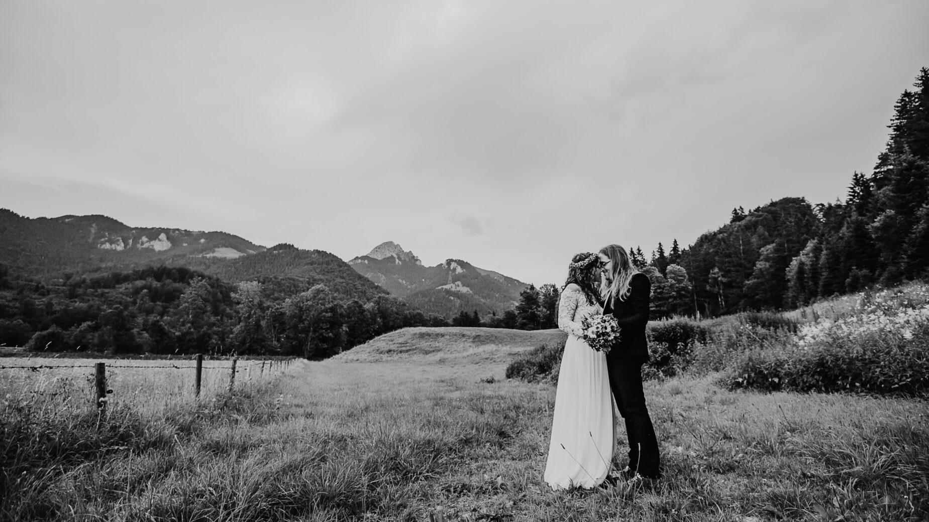 Professionelle Hochzeitsfotografie - Hochzeitsreportage am Hasenöhrlhof in den Bergen, Hochzeitsfotos von Mica Zeitz, Jung und Wild design rund um München, Ingolstadt, Pfaffenhofen, Augsburg